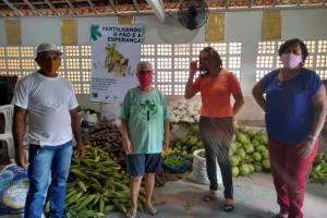 Comunidade que vive conflito agrário doa mais de uma tonelada de alimentos a famílias da periferia de Moreno (PE)