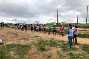 Comunidades camponesas acompanhadas pela CPT distribuem alimentos da Reforma Agrária em Aliança